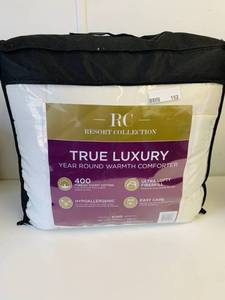 RESORT COLLECTION YEAR ROUND KING COMFORTER