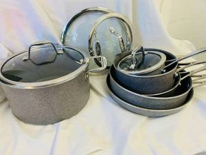 J A HENCKLES INTERNATIONAL COOK WEAR SET USED